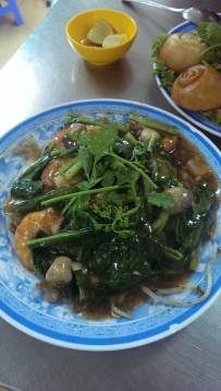 Hu Tiu Xao Tom - Stir fried noodes and greens with prawns in a gravy-like sauce